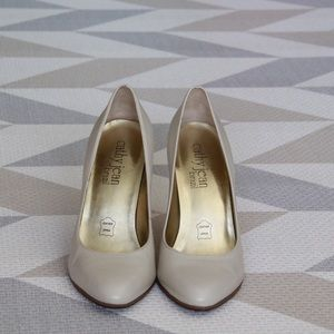 Cathy Jean Shoes - Cathy Jean Pumps Cream Color Size 5